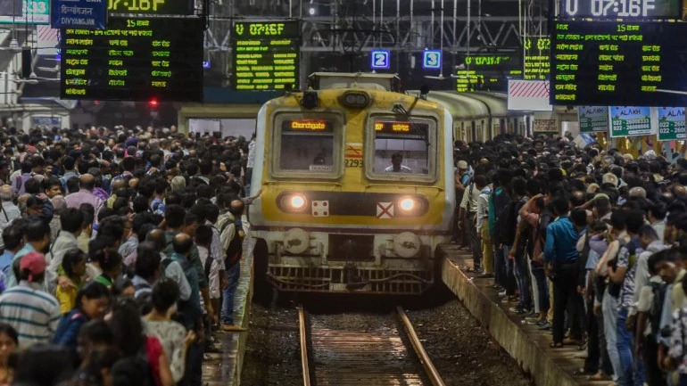 Due to Coronavirus: Mumbai local train stop till 31 march